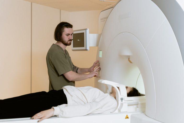 Co trzeba wiedzieć o rezonansie magnetycznym kolana?